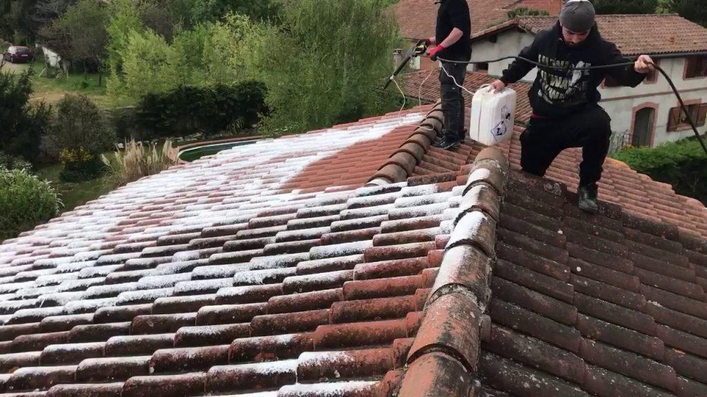 Quatre étapes pour réussir le nettoyage de la toiture