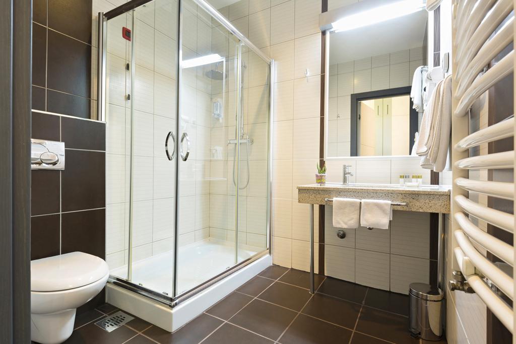 Trois conseils pour entretenir votre pare-douche en verre