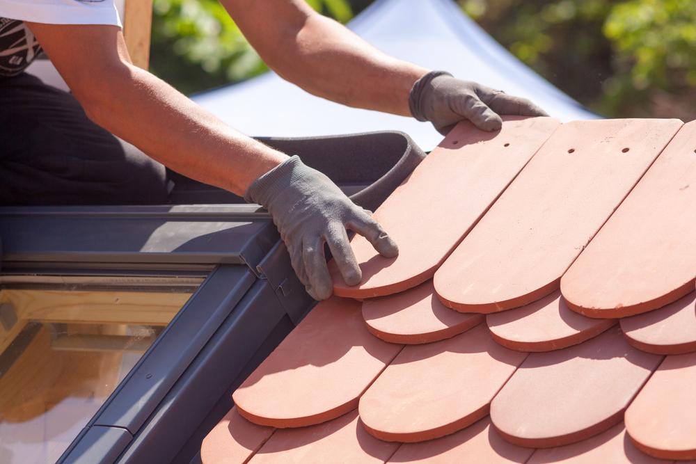 Confier ses travaux de rénovation de toiture à un couvreur professionnel